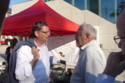 Thorsten Schäfer-Gümbel im Gespräch mit Studenten vor der Stadthalle