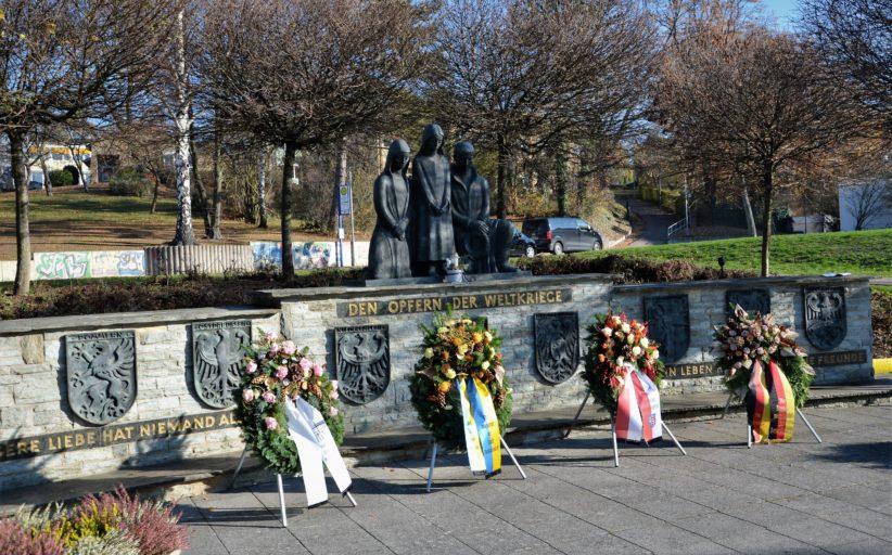 Gedenkstunde aus Anlass des heutigen Volkstrauertag am Ehrenmal
